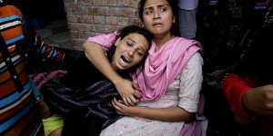 Girls mourn the death of a relative killed in the Lahore church bombing (Credit: Dawn.com)